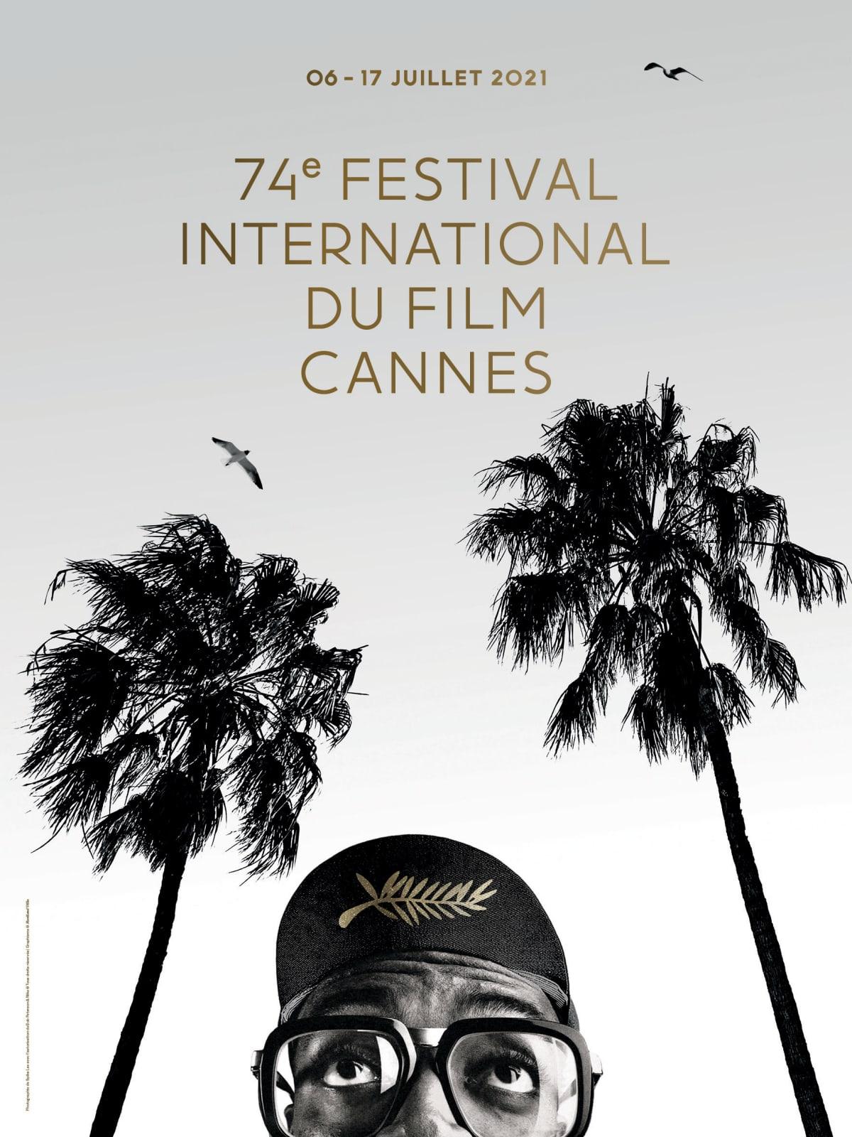 Cannesin elokuvajuhlien vuoden 2021 julisteessa on juryn puheenjohtaja, elokuvaohjaaja Spike Lee palmujen alla.