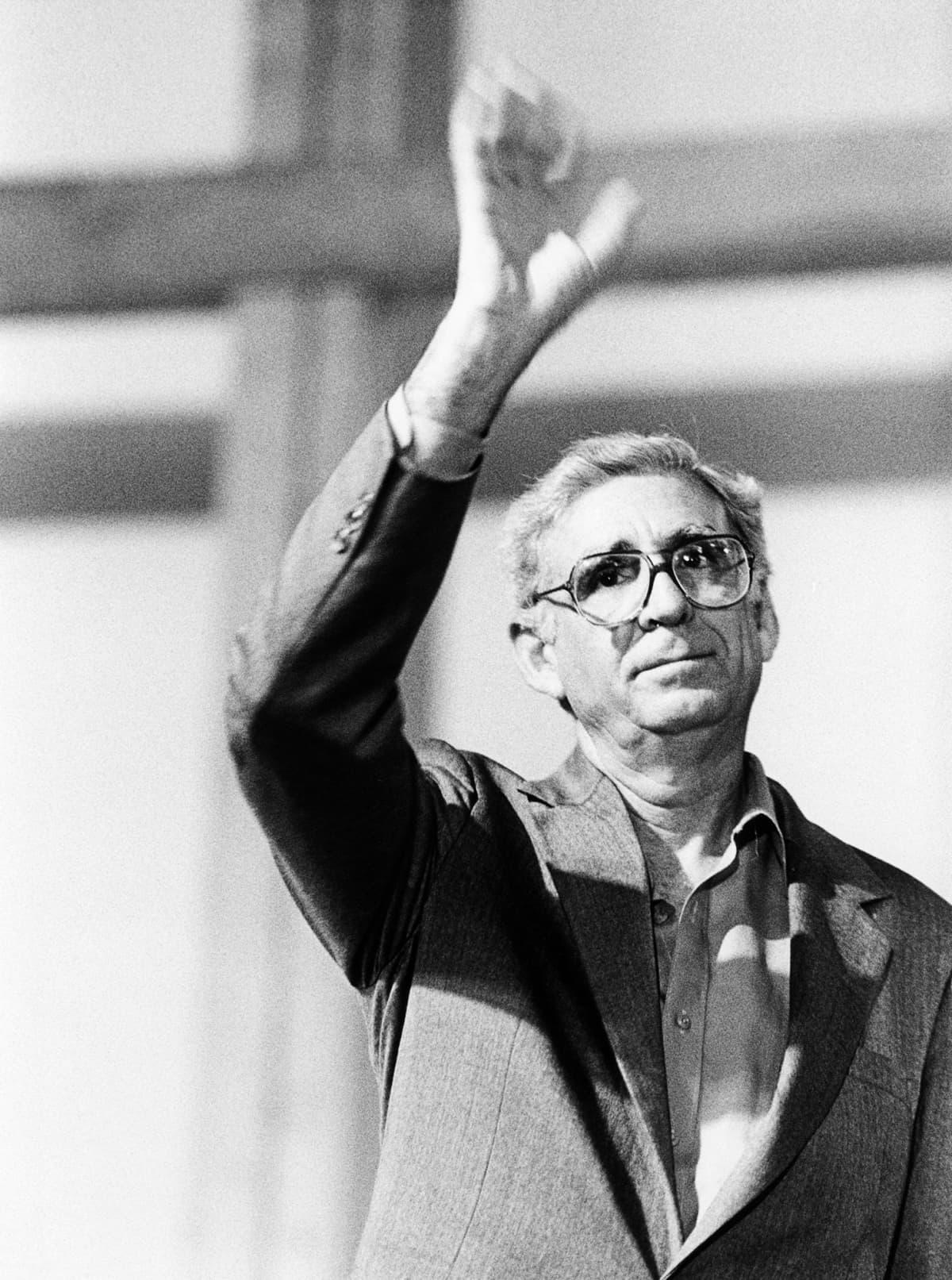 Pappi ja runoilija Ernesto Cardenal kuoli 95-vuotiaana.