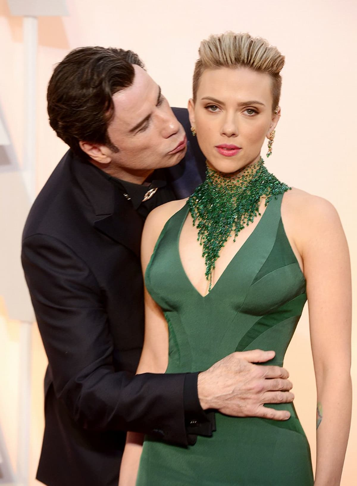John Travolta ja Scarlett Johansson.