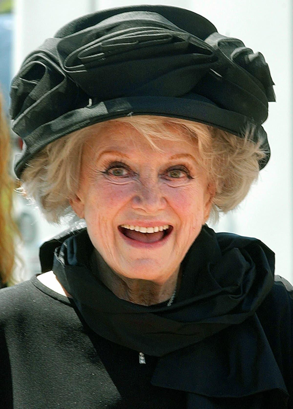 Näyttelijä Phyllis Diller vuonna 2003.