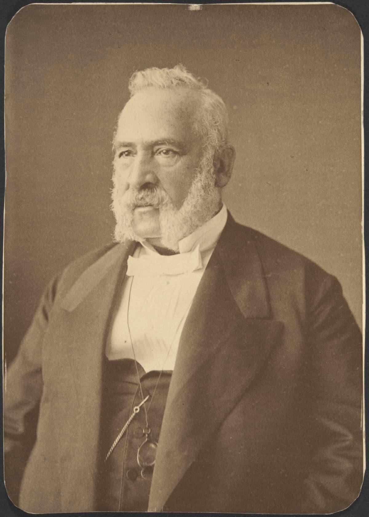 Patruuna, suomalaisen kutomoteollisuuden kehittäjä Axel Wilhem Wahren 1870-luvun puolivälissä.