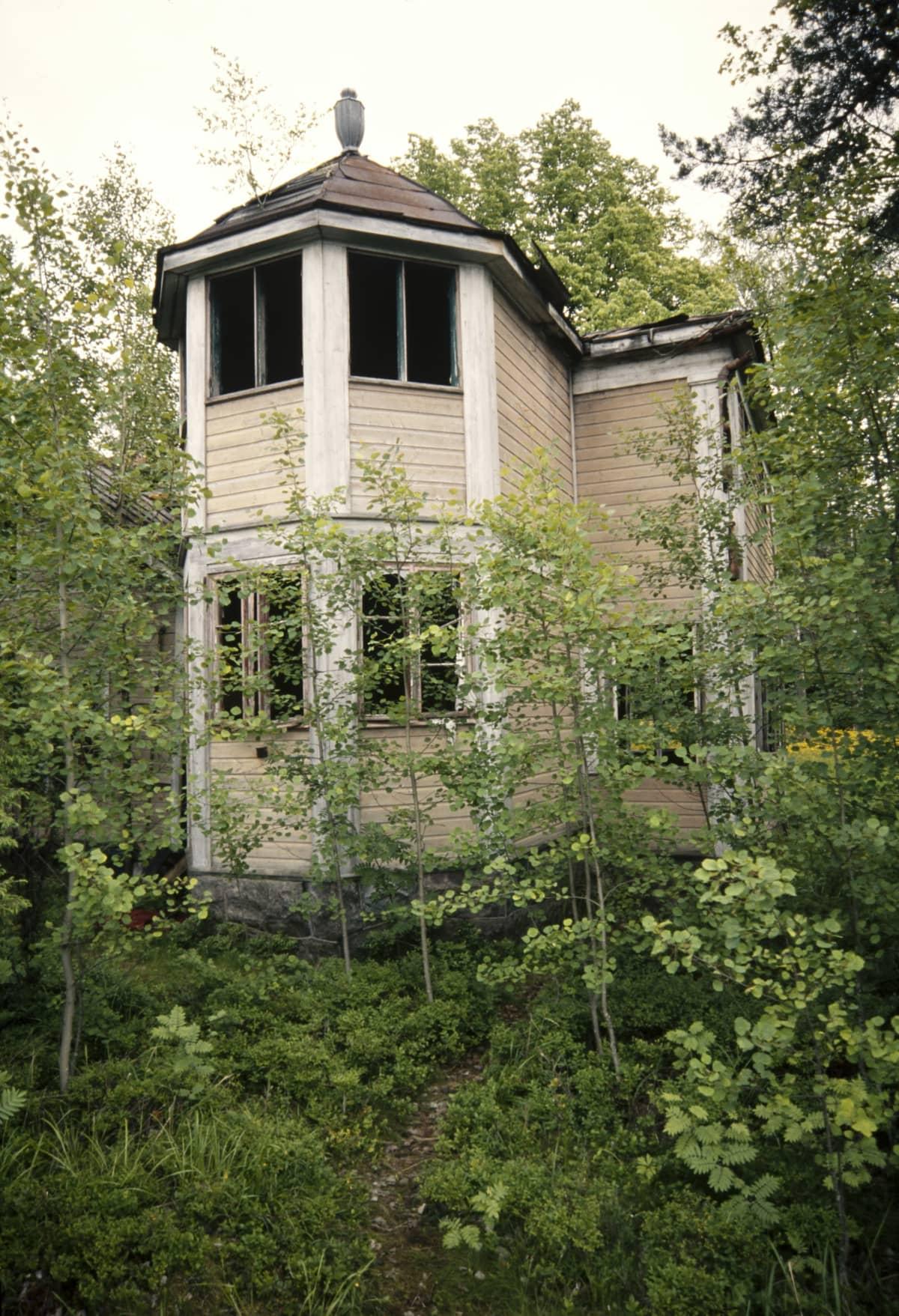 Kruunuvuoren Villa Kissinge vuonna 2000.