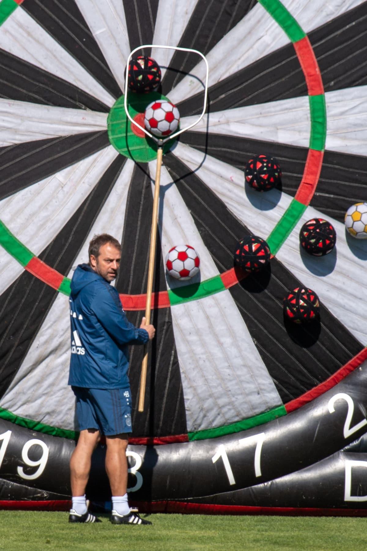 Päävalmentaja Hansi Flick Bayern München tyhjää tikkataulua koronan aikana