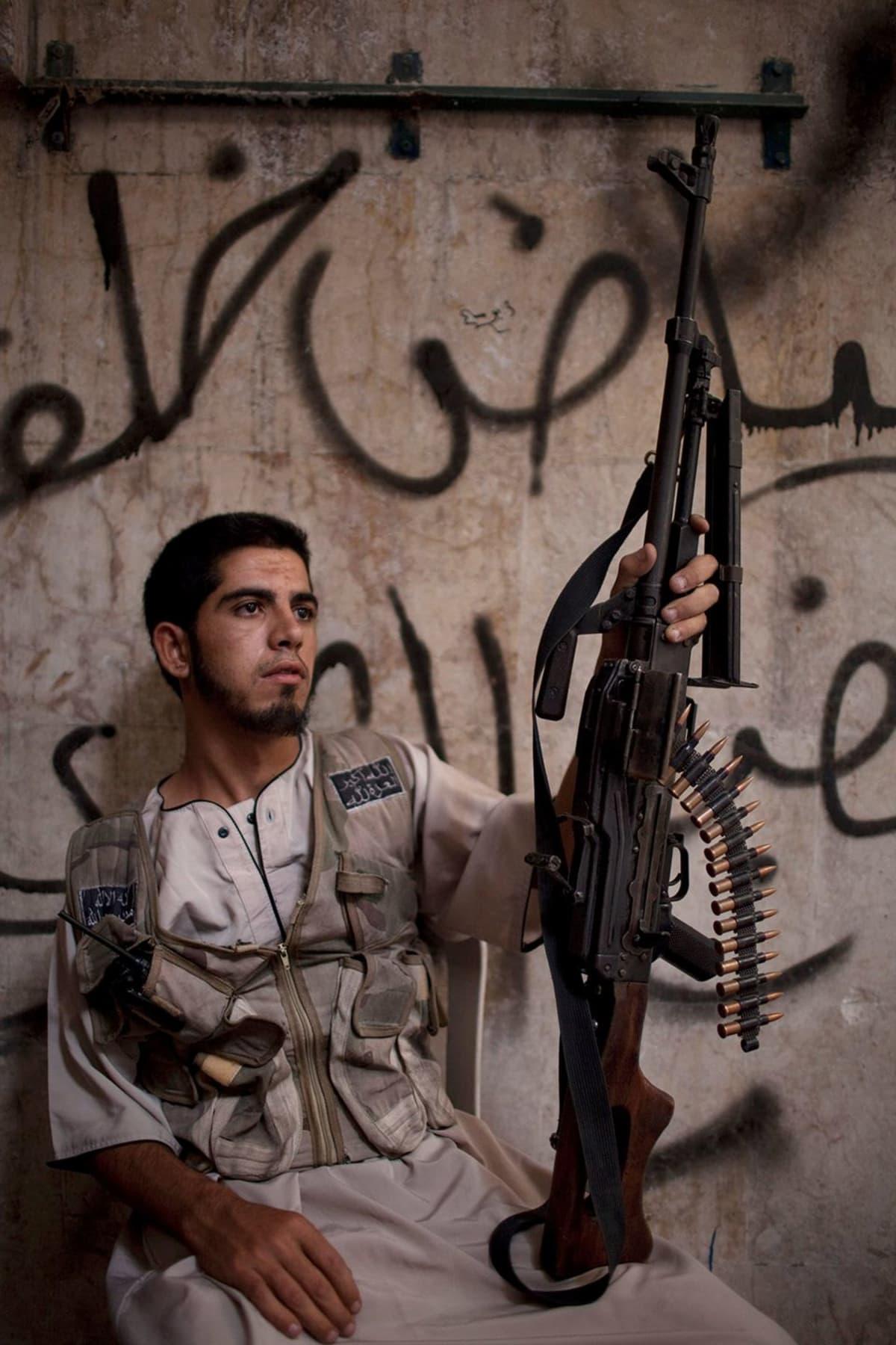 Syyrian kapinallinen Aleppossa.