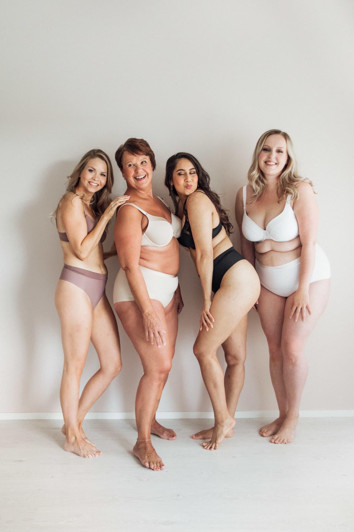 Kuvassa on erikokoisia naisia, jotka poseeraavat valokuvaajalle.
