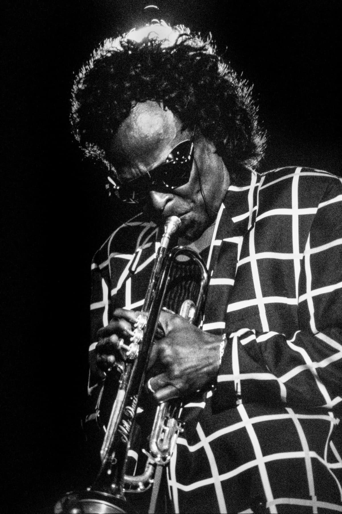 Miles Davis soittaa Haagissa Hollannissa kesällä 1991.