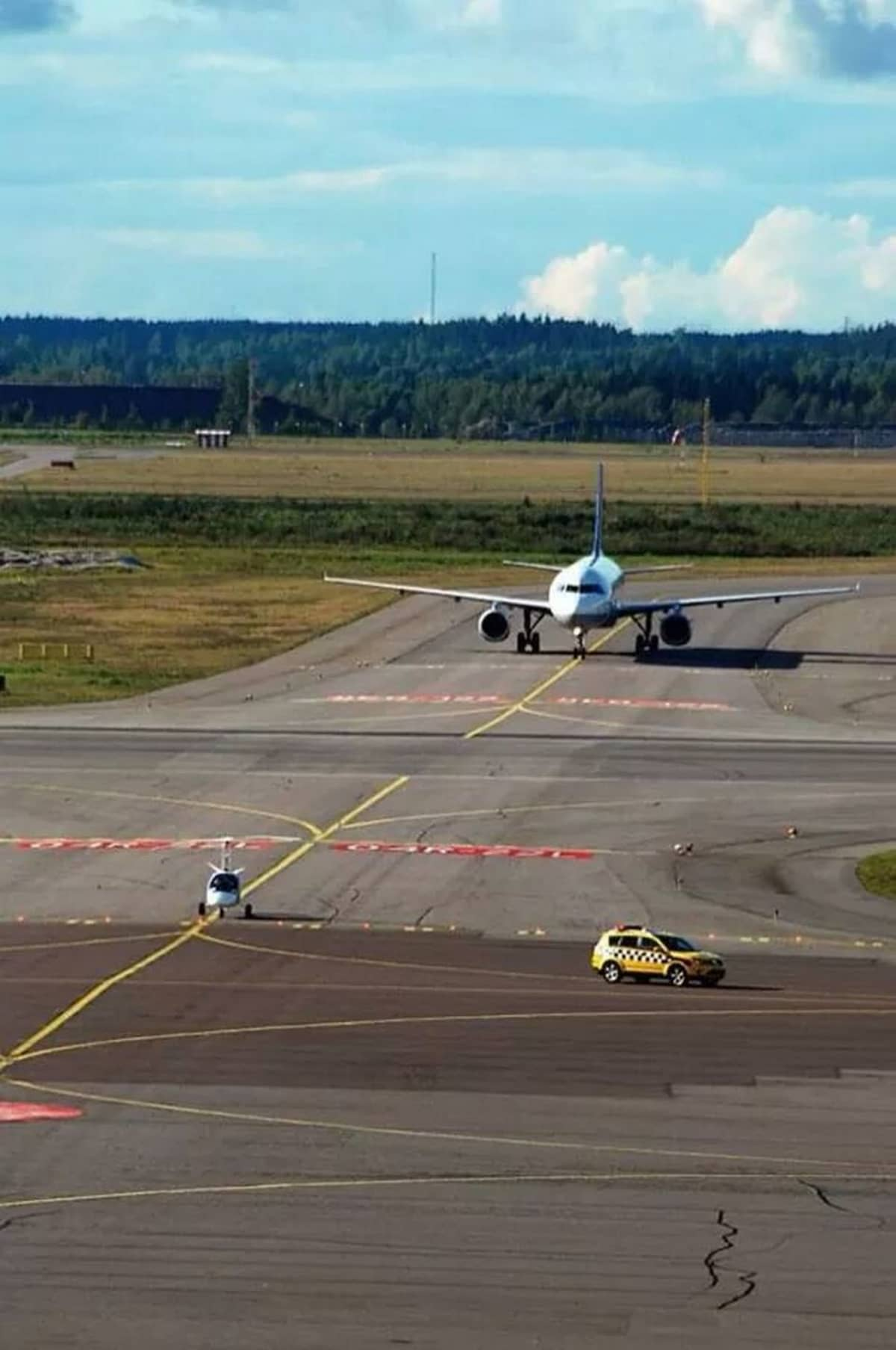 Gyrokopteri testasi Helsinki-Vantaan kiitoradan.