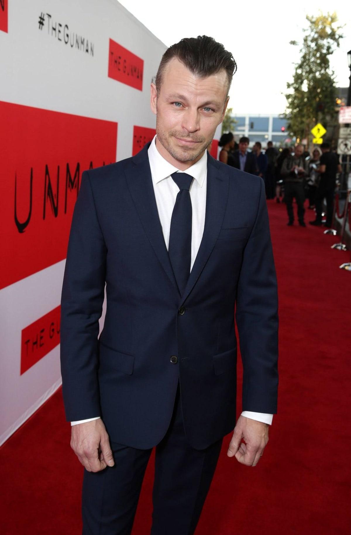 Näyttelijä Peter Franzén The Gunman elokuvan ensi-illassa Los Angelesissa.