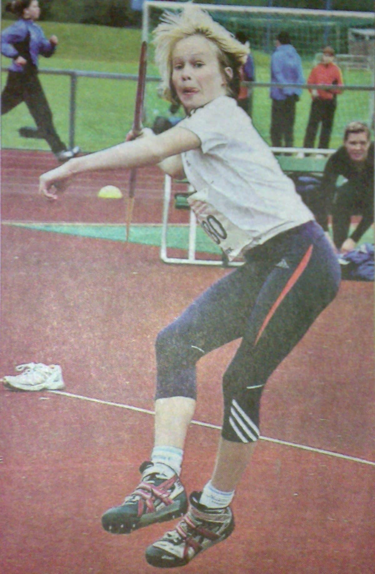 Petra Olli voitti 15-vuotiaiden keihäänheiton SM-kultaa yli 50 metrin kaarella.