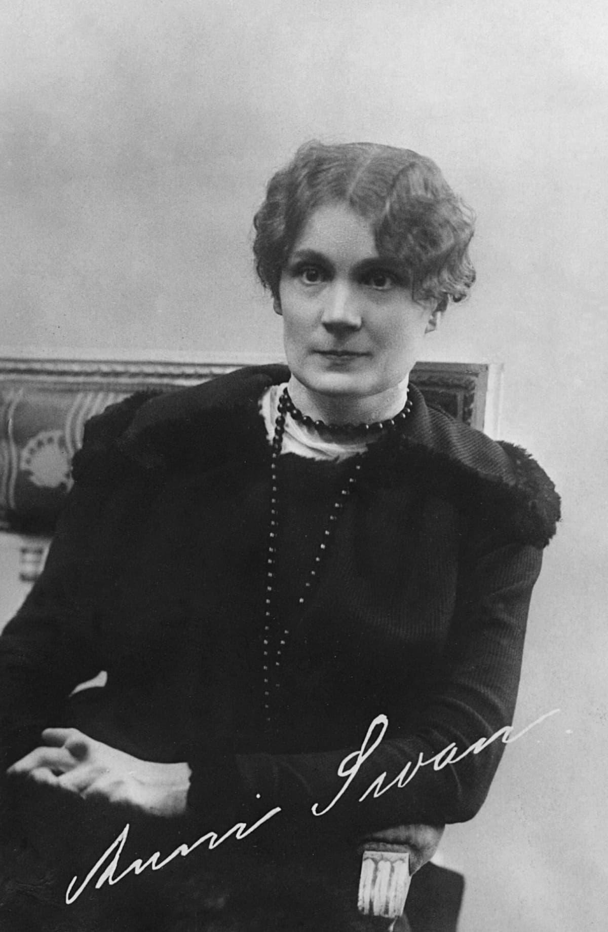 Kirjailija Anni SWAN (1875-1958).