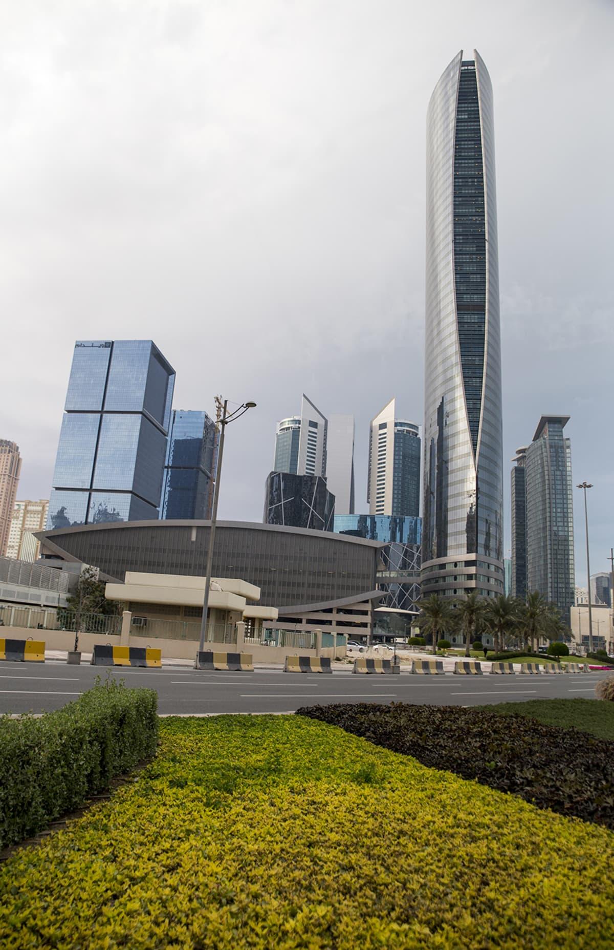 Jalkapallokisoista 2022 vastaava organisaatio toimii  pilvenpiirtäjän 30. kerroksessa.