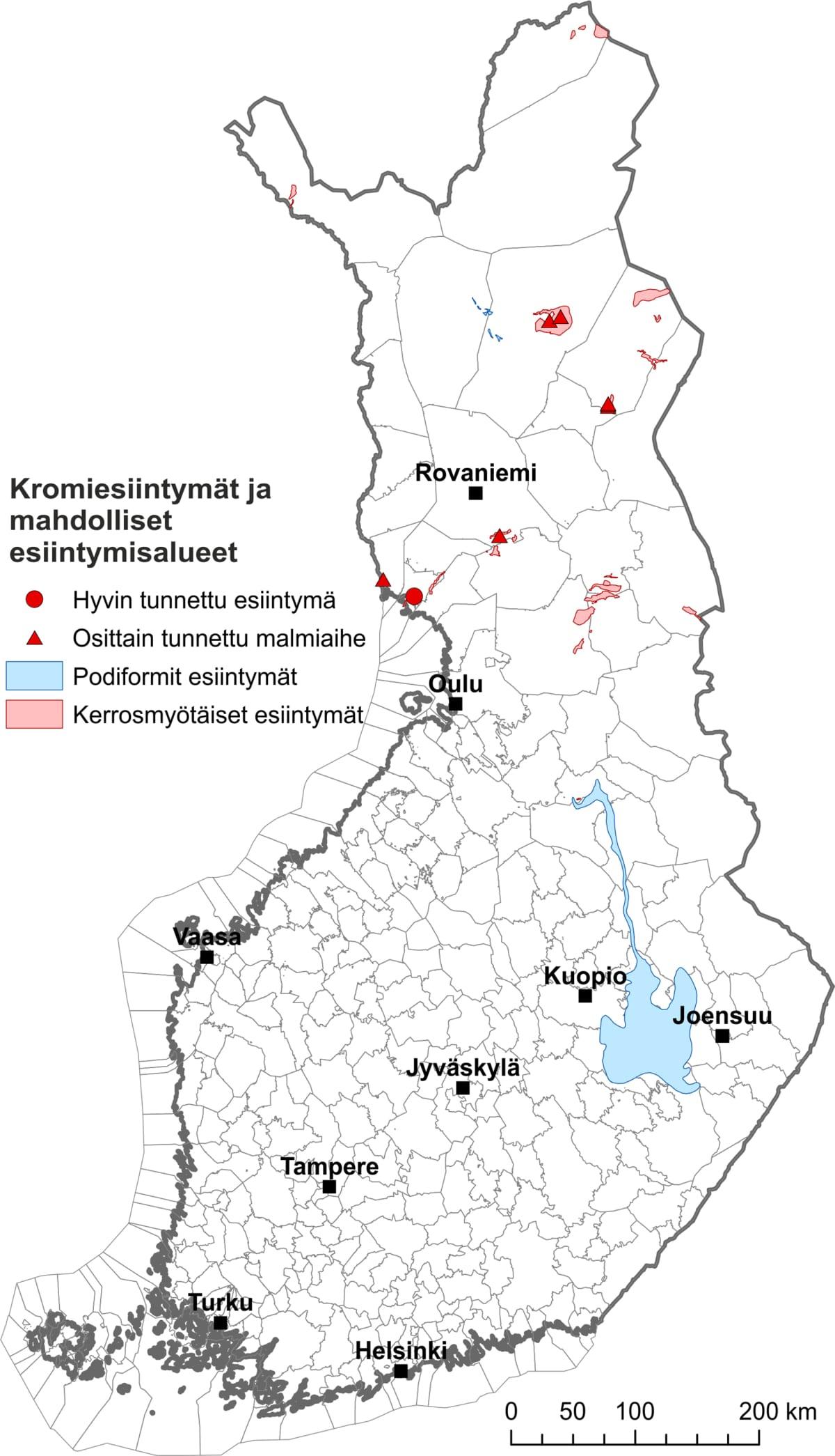 Kartassa näkyvät tunnetut kromiesiintymät sekä alueet, joilla voi olla löytämättömiä kromiesiintymiä.