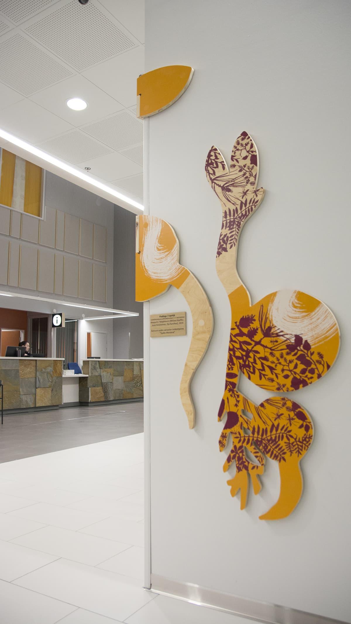 sairaalan aulan taidetta.