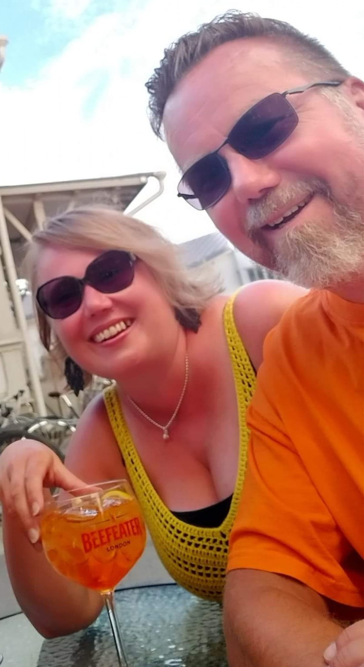Selfie Henry Viheriävaarasta ja hänen vaimostaan Riikka Viheriävaarasta lomalla tänä kesänä.