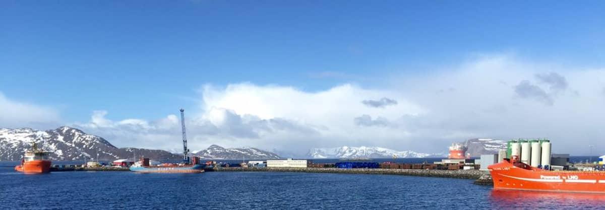 Hammerfestin teollisuusatama Polarbase 22.4.2015.