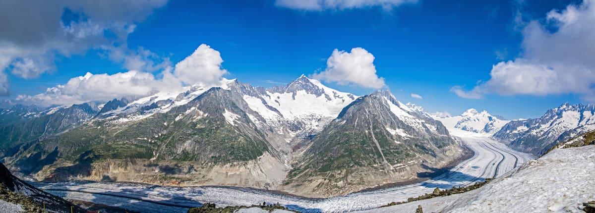 Iso Aletschjäätikkö kuvattuna 2013. Iso Aletschjäätikkö on Alppien suurin jäätikkö.