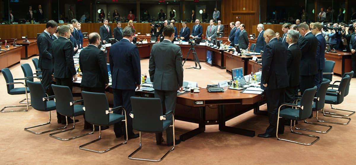 EU-maiden johtajat viettivät hiljaisen minuutin Välimerellä menehtyneiden siirtolaisten muistoksi.