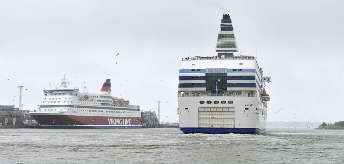 Matkustaja-aluksia Helsingissä.
