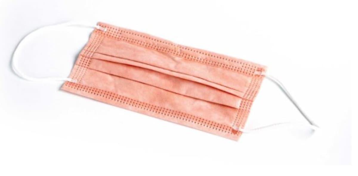 Kuparia sisältävä vaaleanpunertava paperimaski.