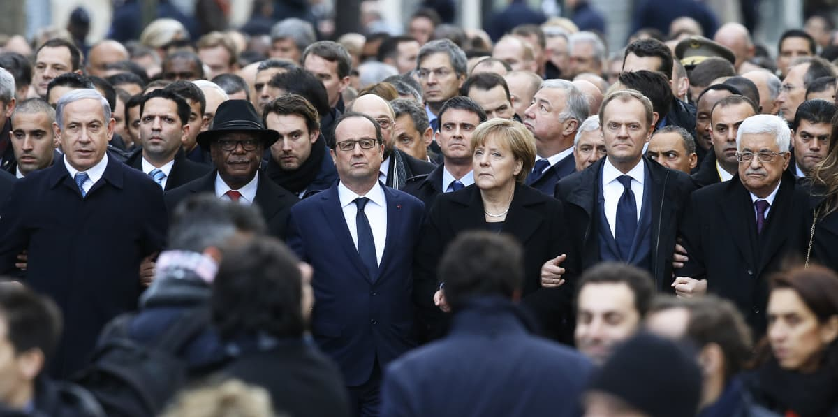 Angela Merkel ja Francois Hollande Charlie Hbdo -iskun muistomarssilla Pariisissa tammikuussa 2015.