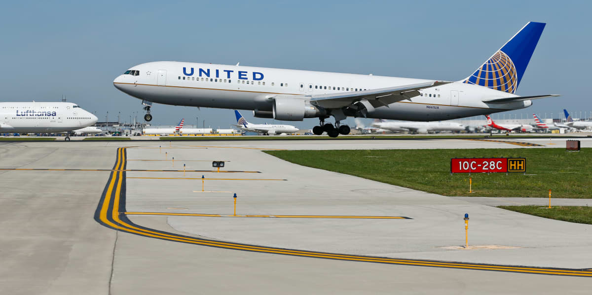 United Airlinesin matkustajakone O´Haren lentokentällä Chicagossa.