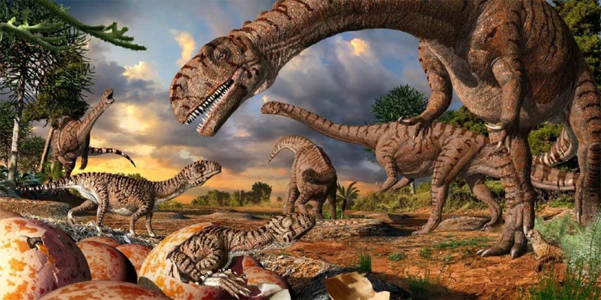 Piirroskuva munasta kuoriutuvista dinosauruksenpoikasista ja aikuisten laumasta.