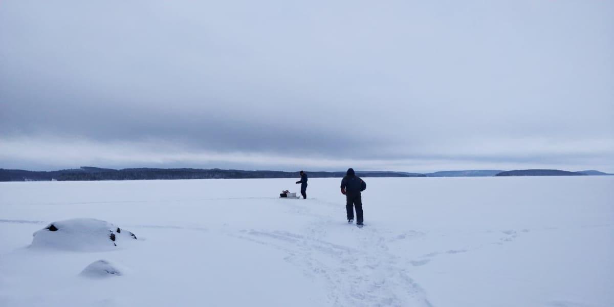 Kalastajia Pielisellä.