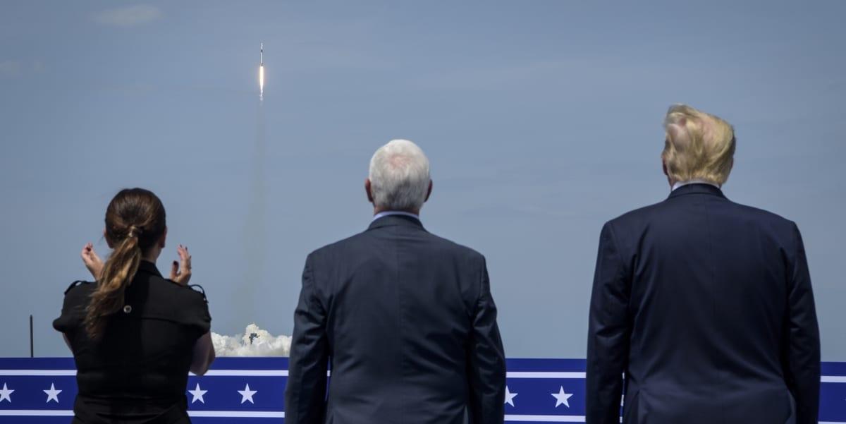 Presidentti Donald Trump seurasi laukaisua yhdessä varapresidentti Mike Pencen sekä tämän puolison Karen Pencen kanssa.