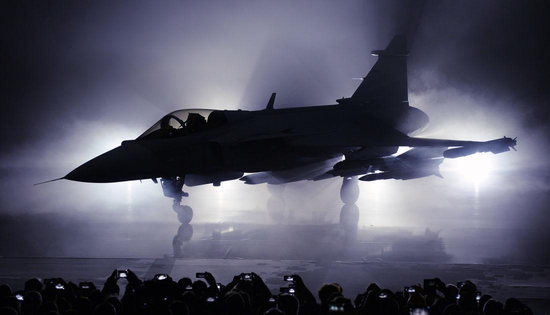 Gripen on suunniteltu tappamaan Suhoita, pamauttaa Ruotsin ilmavoimien komentaja