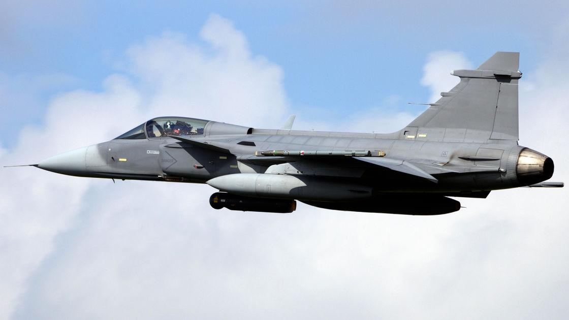 Jas-hävittäjä syöksyi maahan Ruotsissa  – Pilotti kertoi lentäneensä lintuparveen