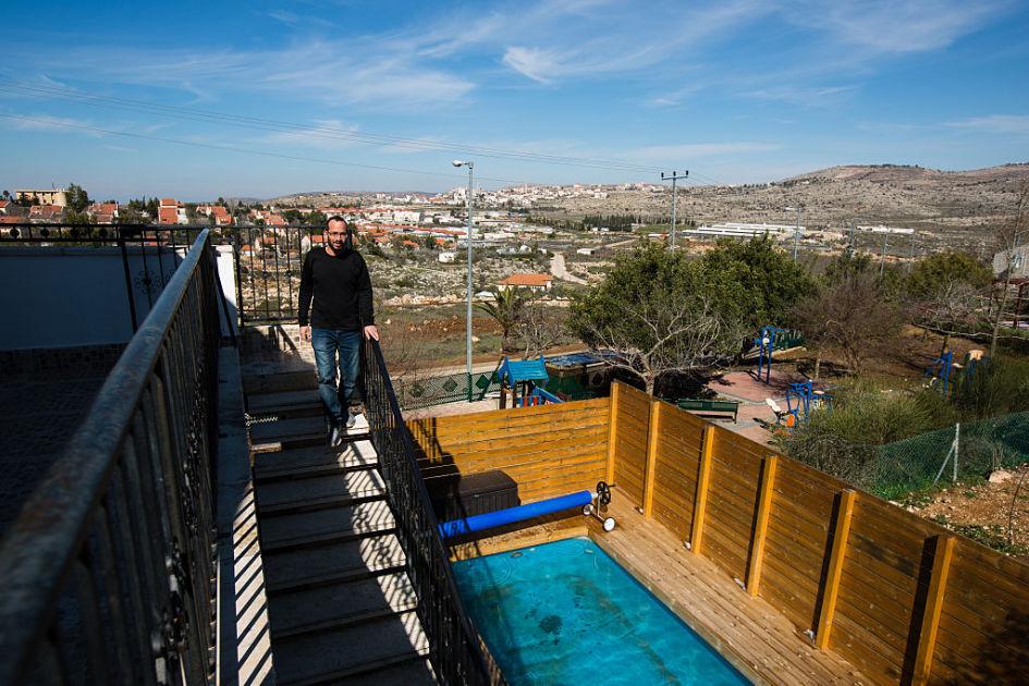 Airbnb poistaa majoituskohteensa Israelin siirtokunnista – Israelilaisministerit suuttuivat ...