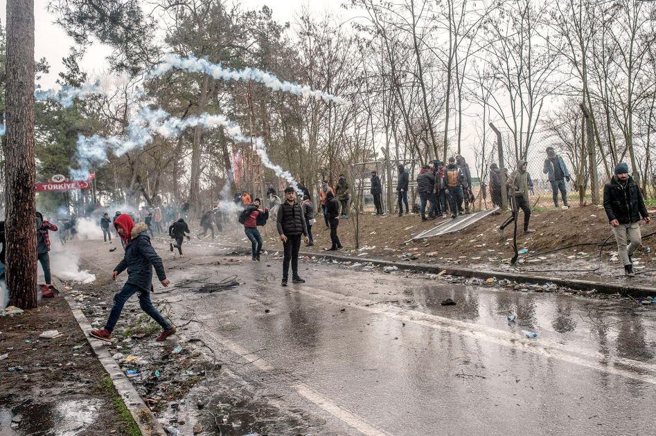 Ensimmäiset yksin olevat alaikäiset siirretty pois Kreikan