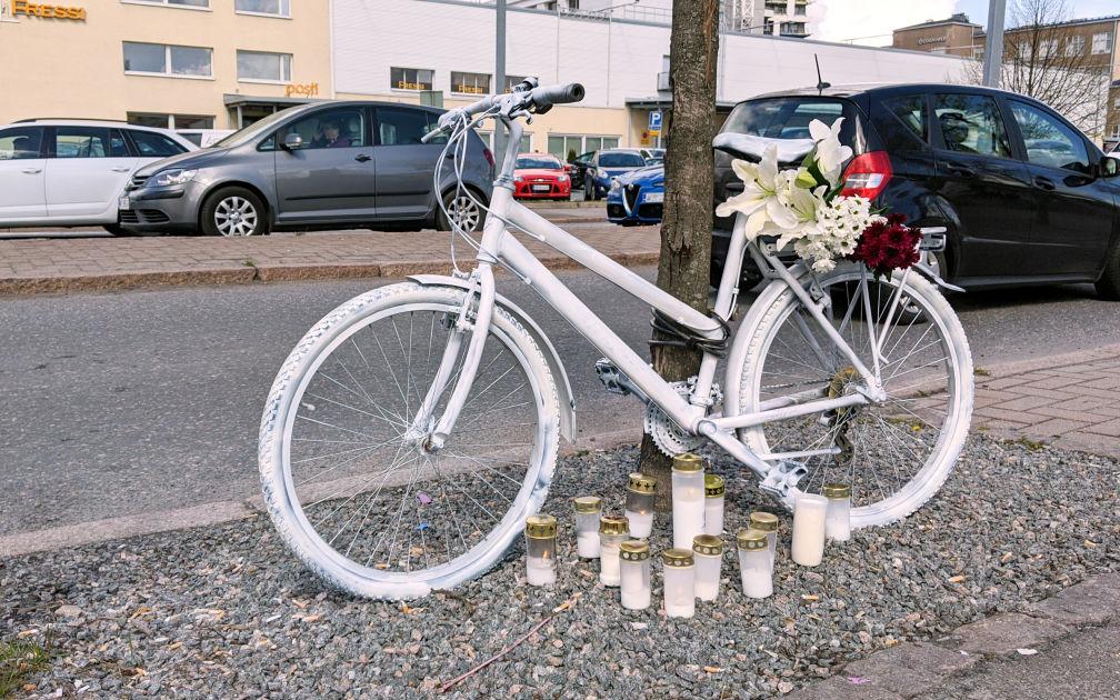Helsingissä Meilahden: 60-luvulla syntynyt mies kuoli pakettiauton törmättyä häneen...