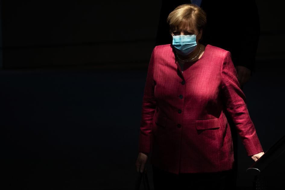 Bild-lehti: Merkel suunnittelee yhteiskunnan megasulkua Saksan synkkenevän koronatilanteen...