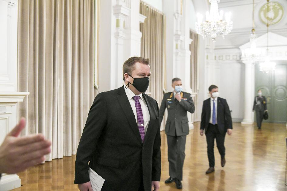 Kertausharjoituksia jatketaan tartuntatilanteesta huolimatta  Puolustusministeri Kaikkonen: `Osallistuminen