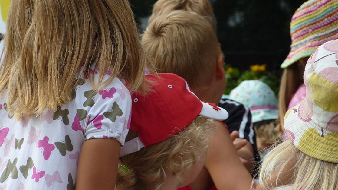 Laita korvakorut lapselle lävistämällä, älä ampumalla