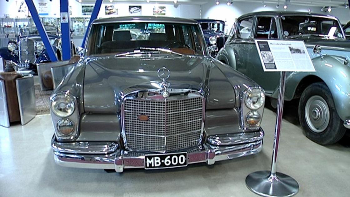 Woikosken museoautojen joukossa seisoo keke rosbergin for Garage agree mercedes