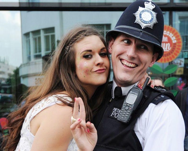 paras online dating App UK