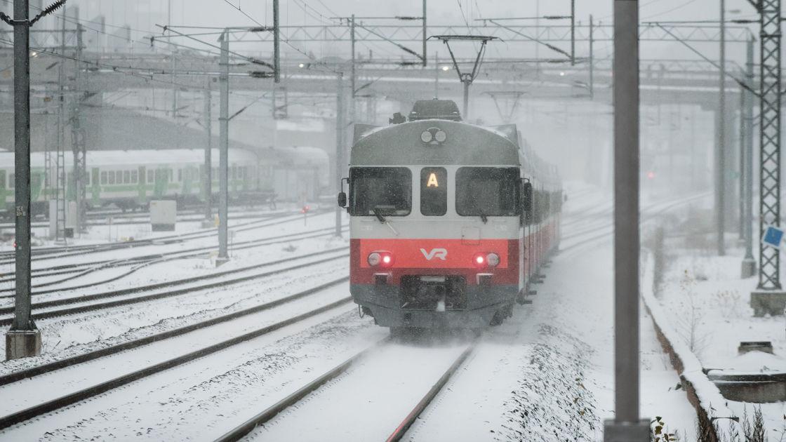 Junat edelleen myöhässä iltapäivällä tapahtuneen onnettomuuden vuoksi   Yle Uutiset   yle.fi