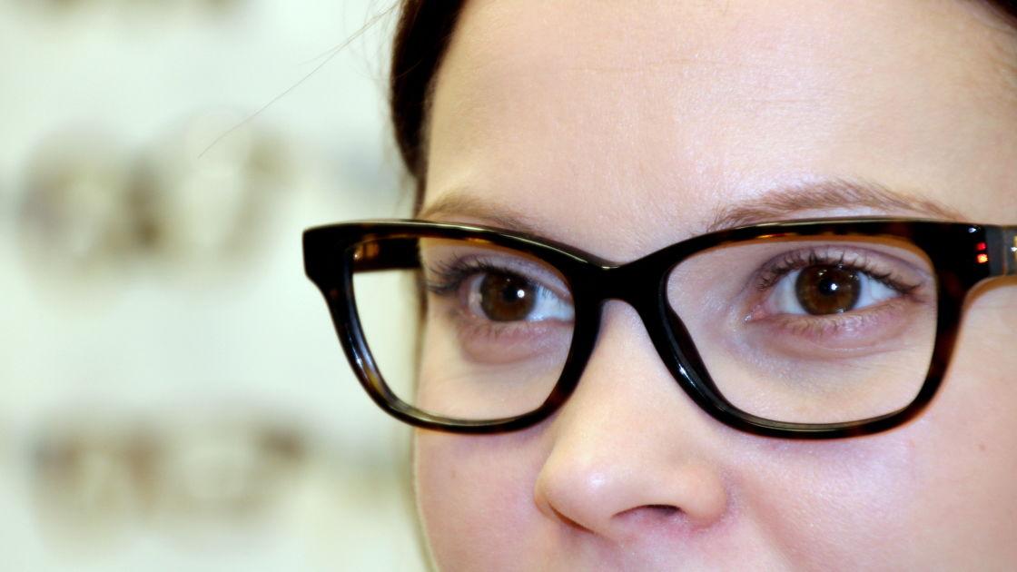 8-vuotias ei enää saa ilmaisia silmälaseja ja lääkärikutsuja