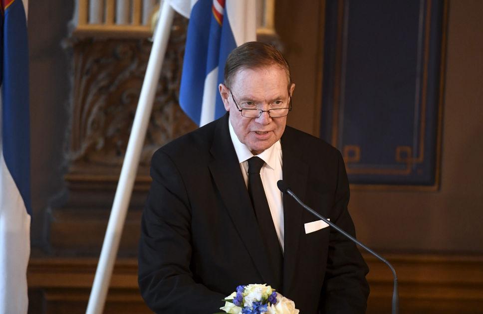 Presidentti Koiviston muistotilaisuus pidettiin Säätytalolla – Paavo Lipponen piti vivahteikkaan ...