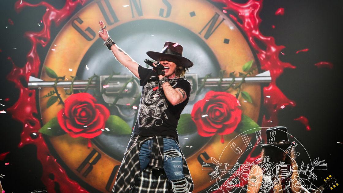 Guns N' Roses Hämeenlinnassa – seuraa faneja ja konserttitunnelmaa tästä!   Yle Uutiset   yle.fi