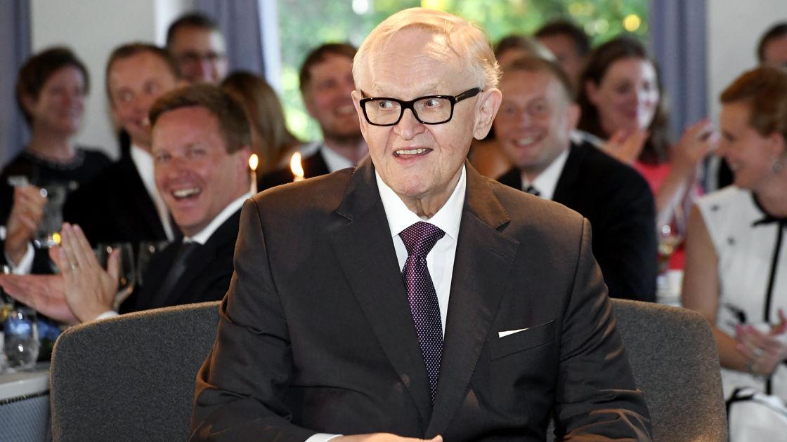 Martti Ahtisaari sai erikoisen syntymäpäivälahjan – Oli silminnähden ... - YLE