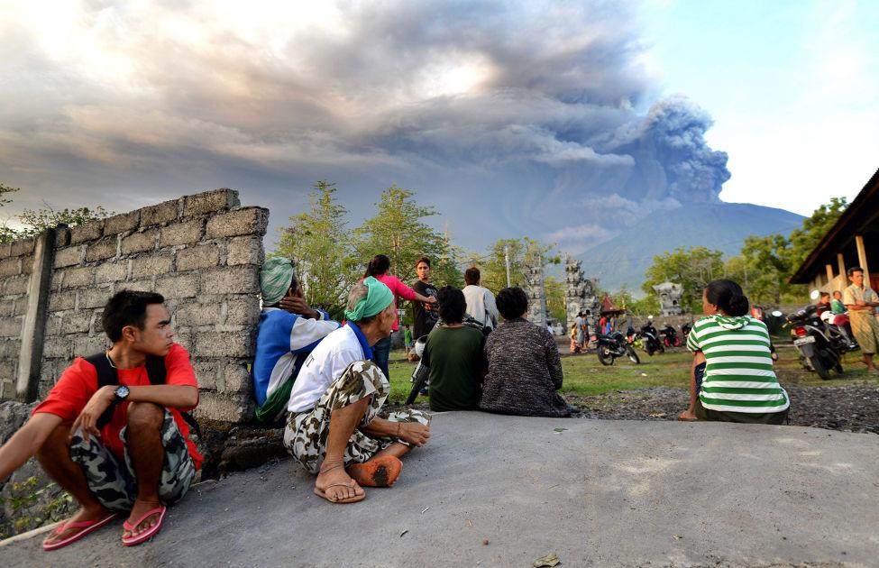 Tulivuori purkautuu Balilla – Saarella satoja suomalaisia, matkatoimistot lähettäneet ...