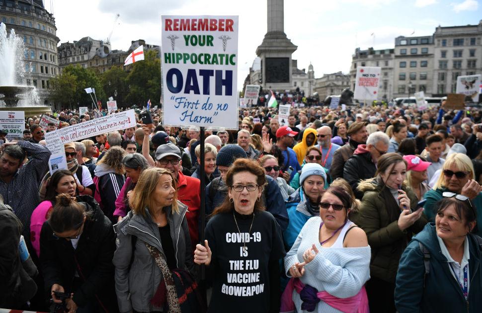 Tuhansia kokoontunut Lontoon keskustamaan vastustamaan koronarajoituksia
