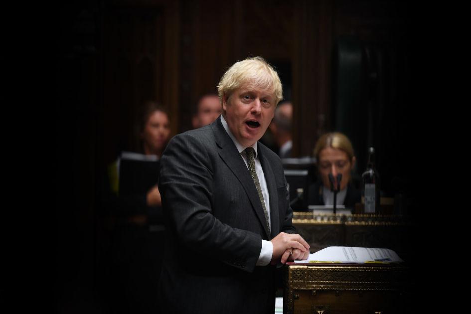 Koronakriisi sysäsi Boris Johnsonin puolueen suosion laskuun ...