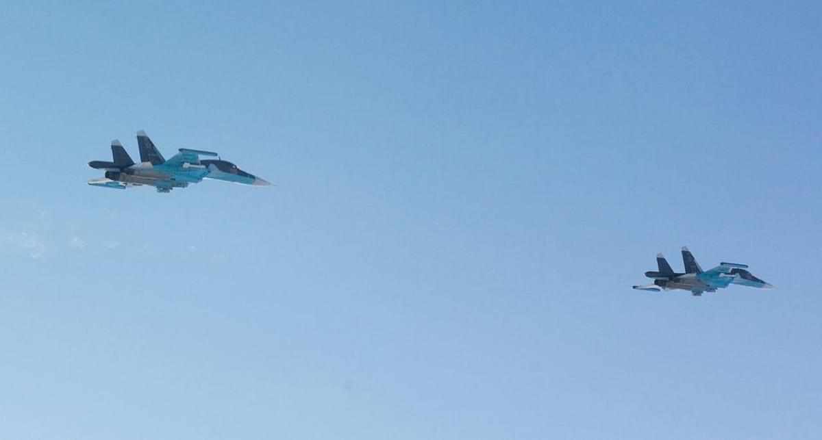Suhoi Su-43 lentokoneita.