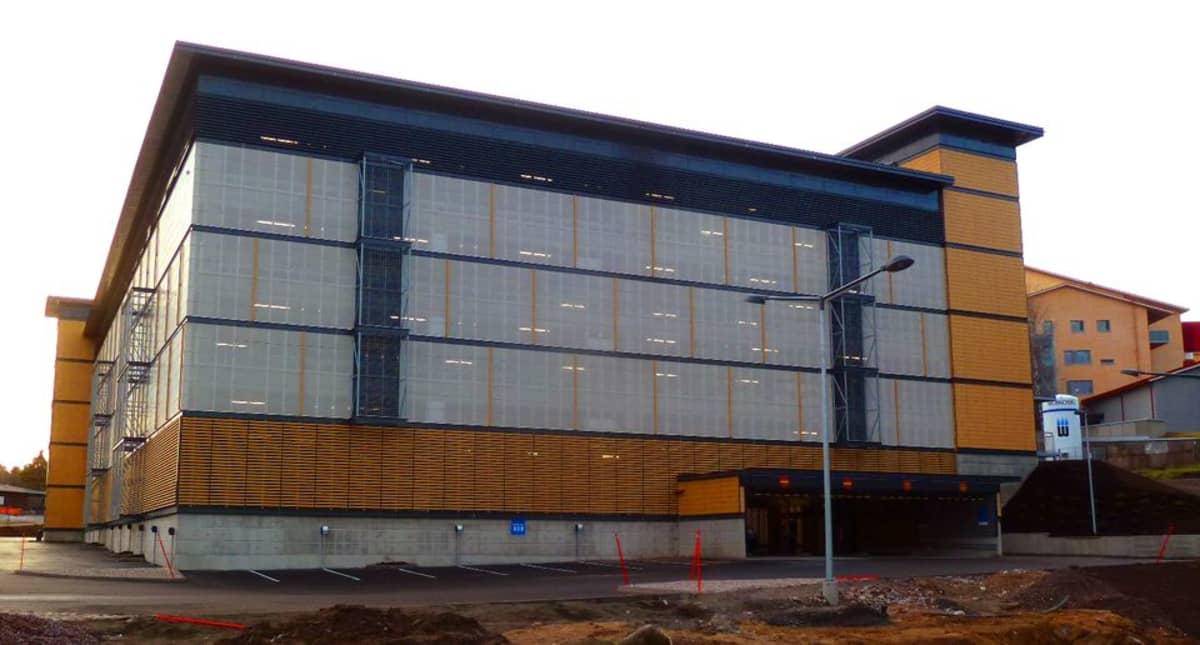 Lappeenrannan keskussairaalan uusi pysäköintihalli.