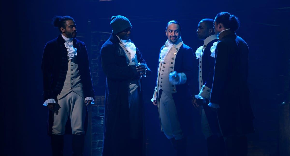 Daveed Diggs, Okieriete Onaodowan, Lin-Manuel Miranda, Leslie Odom, Jr. ja Anthony Ramos Broadway-tuotanto Hamiltonin elokuvaversiossa.