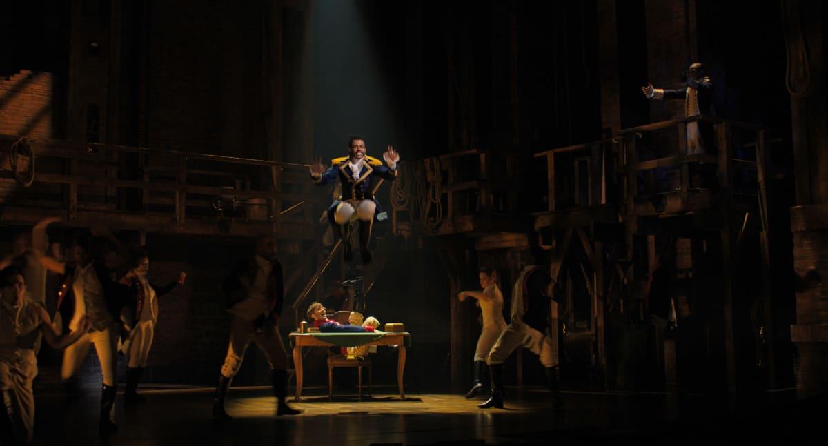 Daveed Diggs'n esittämä Marquis de Lafayette Broadway-tuotanto Hamiltonin elokuvaversiossa.